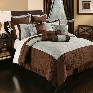 Ferrara Queen Comforter Set 8 pc